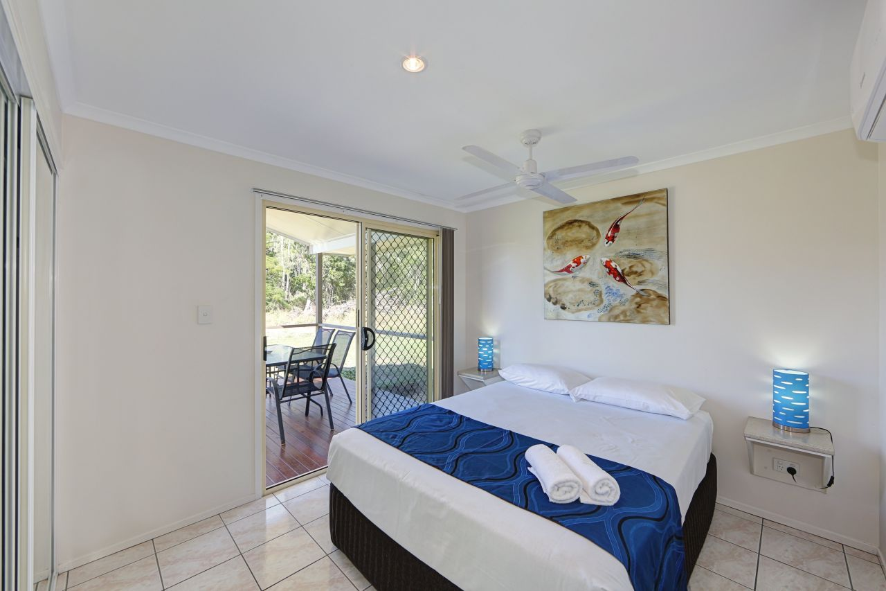 deluxe 2 bedroom cabin coolwaters yeppoon holiday. Black Bedroom Furniture Sets. Home Design Ideas