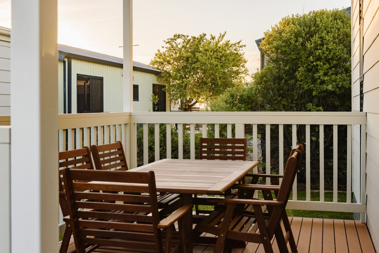 Superior 2 bedroom cabin byron bay caravan park for The balcony byron menu