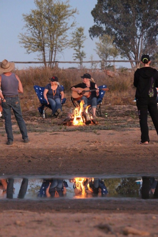 Around the Campfire with Music Star Beccy Cole | Discovery Parks